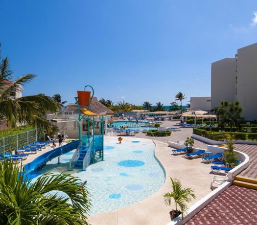 Piscine enfants à l'hôtel Aquamarina Beach 4* à Cancun, au Mexique